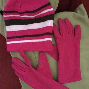 Ladies beanie and gloves 🧤